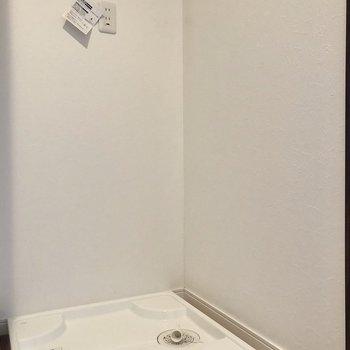 正面には洗濯機置場があります