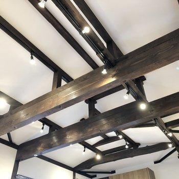 【LDK】上には趣のある天井梁!ずっと眺めていたくなるなあ……