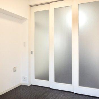 【洋室】来客時は扉を閉めれば生活感を隠せますよ~!