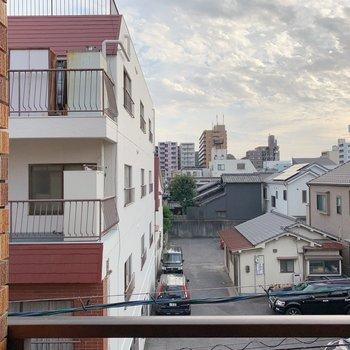 眺望。閑静な住宅街が広がっています。
