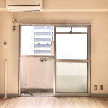 コンパクトなお部屋はエアコンの効きも早そうだな〜って。