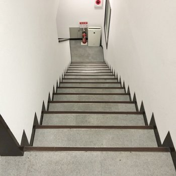 お部屋までは階段で上がってきました。