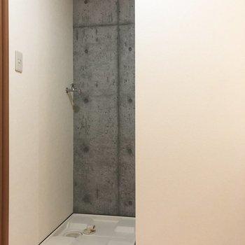 洗濯物をぽいしてお風呂に入れますよ。※写真は5階の同間取り別部屋のものです