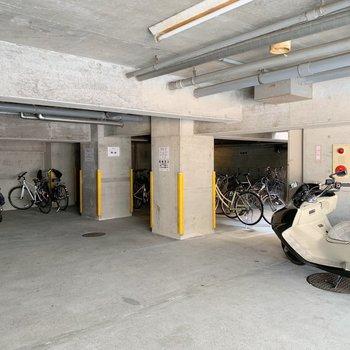 駐輪場はB1階にありました。