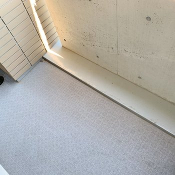 2つ目のバルコニーはキッチンの横から。こちらも広々〜。