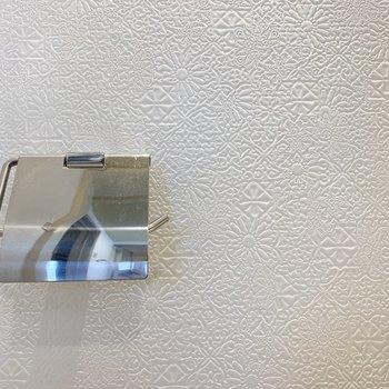 トイレの壁紙も素敵だなー。
