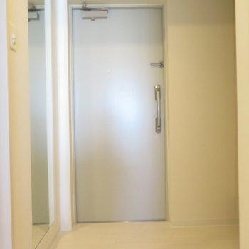 大きな玄関スペース※写真は同間取り別部屋のものです。
