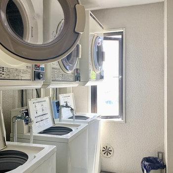 1階には洗濯機と乾燥機がありました。