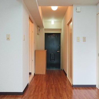 【DK】玄関スペースは左です