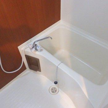 お風呂はシンプル。(※写真は5階の同間取り別部屋のものです)
