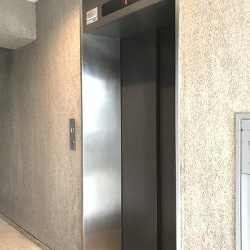エレベーターがあるので重い荷物もラクラク運べますよ!