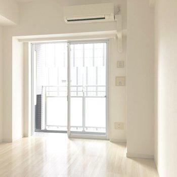 白を基調にしたお部屋です。