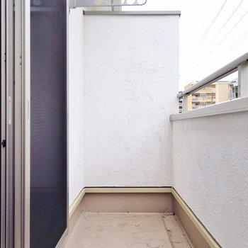 バルコニーは2階にあります◎(※写真は反転間取り別部屋のものです)