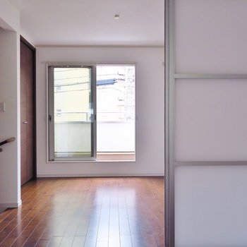 2階のお部屋、真ん中で仕切るのもOK!(※写真は反転間取り別部屋のものです)