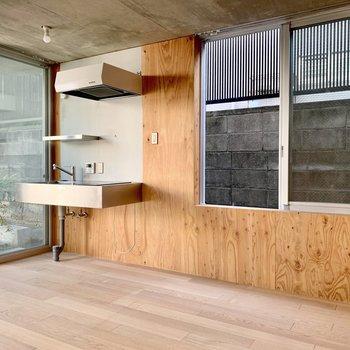 キッチン周りに窓があると換気もしやすいですね。