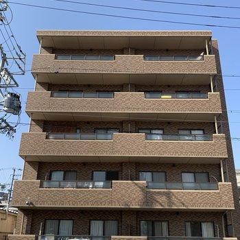 バルコニー側から。鉄筋コンクリートのマンションです。