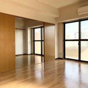 LDKと隣の洋室は繋げても使えます。(※写真はクリーニング前です)