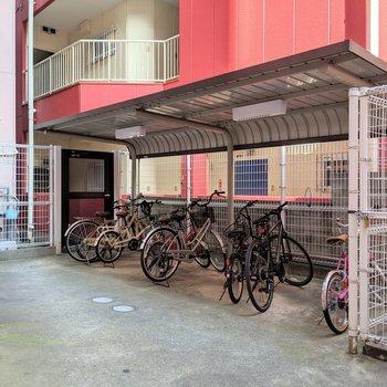 屋根付き駐輪場はオートロック内なので盗難防止にもなるね。