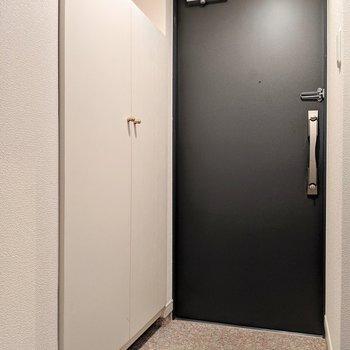 シンプルでかっこいい玄関。