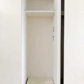 居間の引き戸内には洗濯置き場。