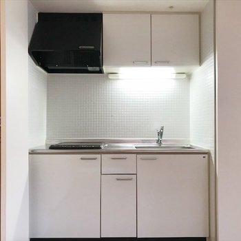 引き戸を開けると、キッチンを発見!