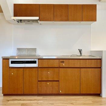 【LDK】冷蔵庫はキッチン右側にどうぞ。