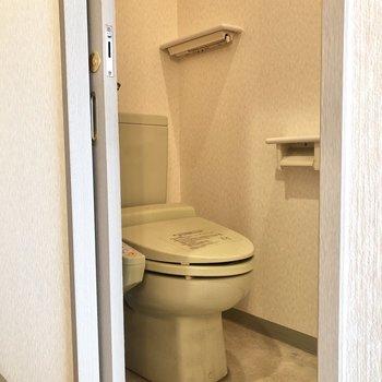 トイレは個室になっています。