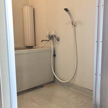 浴室は追い焚き機能が付いています◎