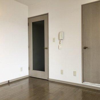 水回りは右手のドアの先にまとまっています。