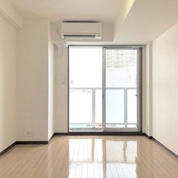 家具の配置にも困らなそう。※写真は7階の反転間取り別部屋のものです