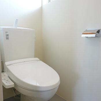 トイレはウォシュレット付きで清潔!