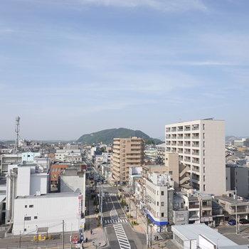 お部屋の窓からは犬山の街が一望できます!岐阜県の方までよく見える。