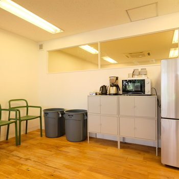 入居者用の冷蔵庫や電子レンジ、ドリンクも完備