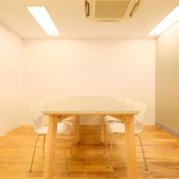 会議室は予約制です