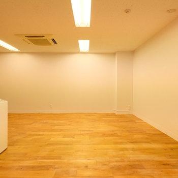 無垢の床は、経年変化が楽しめます ※残置物は撤去します