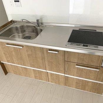 2口のIHコンロでした。広くて使いやすいキッチンです◎(※写真のお部屋は清掃前のものです)