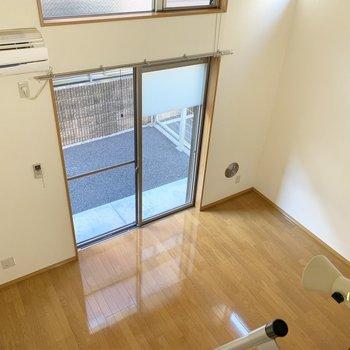 【ロフト】ロフトから見た洋室。少し高いです。※写真は1階の同間取り別部屋のものです