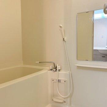 お風呂はとってもシンプルです。※写真は1階の同間取り別部屋のものです