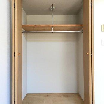 棚は高すぎず、手が届きやすいです。