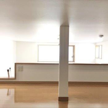 ロフト中央に柱が。照明のスイッチもありました。