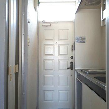 玄関もタイルとか、ちょっとかわいい感じ※写真は6階の同間取り別部屋のものです