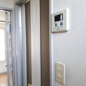水回りのドアは折りたたみ式。※写真は6階の同間取り別部屋のものです