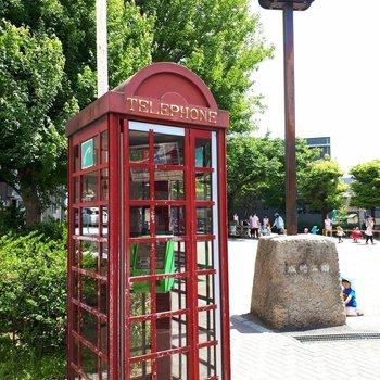 近くの公園に、ロンドンにあるような赤い公衆電話が!
