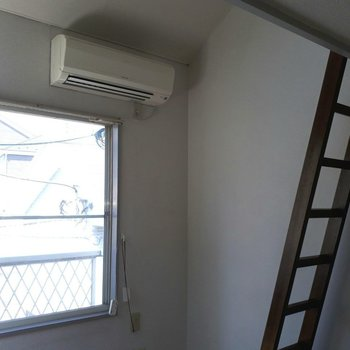 エアコンも、ちゃんとありますよー!※写真は6階の同間取り別部屋のものです