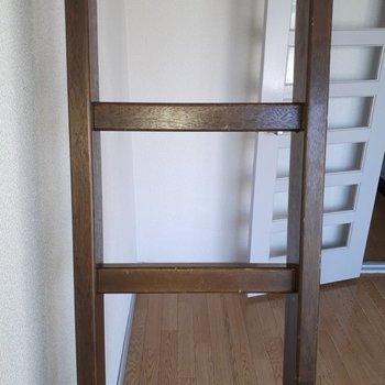 はしごはちょっと心もとない。※写真は6階の同間取り別部屋のものです