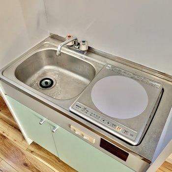 IHコンロでお掃除楽ちん。調理台を用意するのもおすすめです。