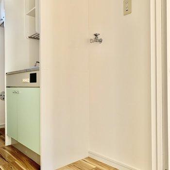 キッチンのお隣には洗濯機が置けますよ。