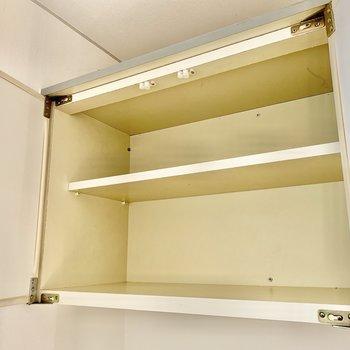 上部にあるシューズボックスには4足ほど入りそうかな。