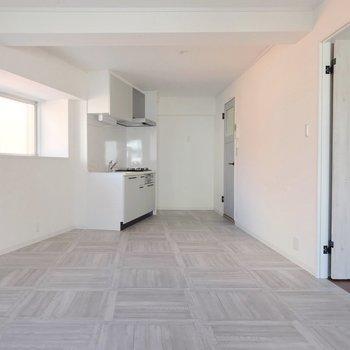 キッチンも白で清潔感◎