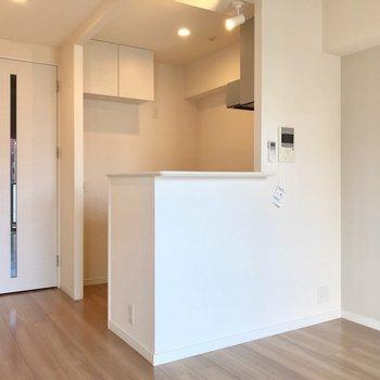 キッチンは個室のようになっていて、料理に集中できそうです。(※写真は5階の同間取り別部屋、清掃前のものです)